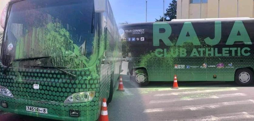مجهولون يهاجمون حافلة الرجاء أمام فندق إقامة بعثة الفريق بالرباط