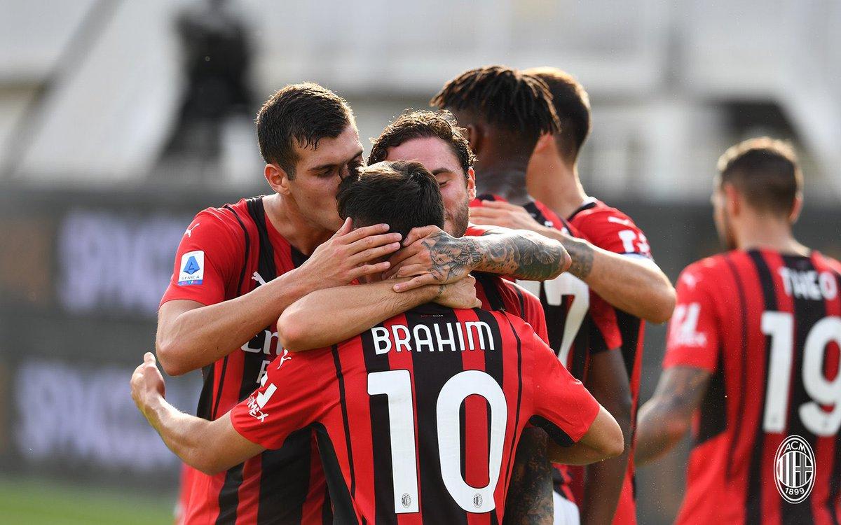ميلان يتصدر الدوري الإيطالي بعد فزه على سبيزيا